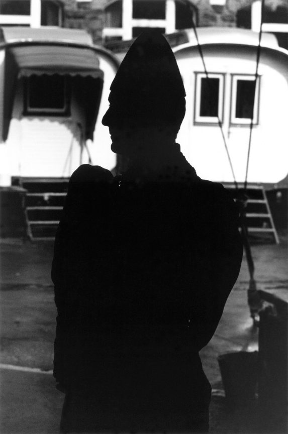 Weißclownsilhouette, 2001, © Loredana Nemes
